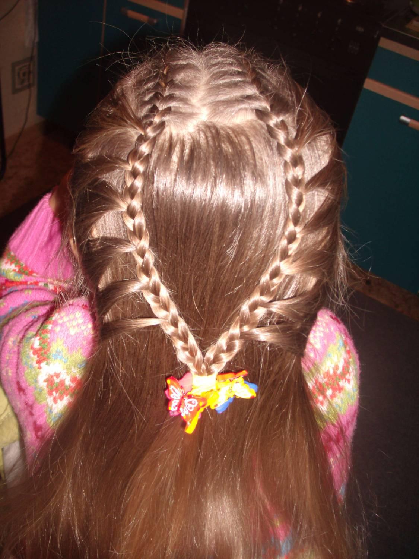 прически детские на длинные волосы на праздник осени