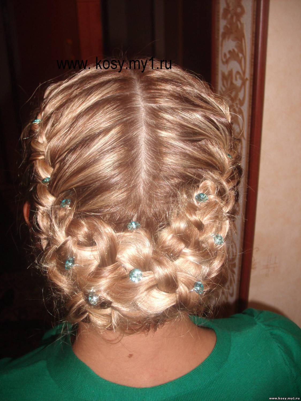 прически на средние волосы плетение кос фото с челкой