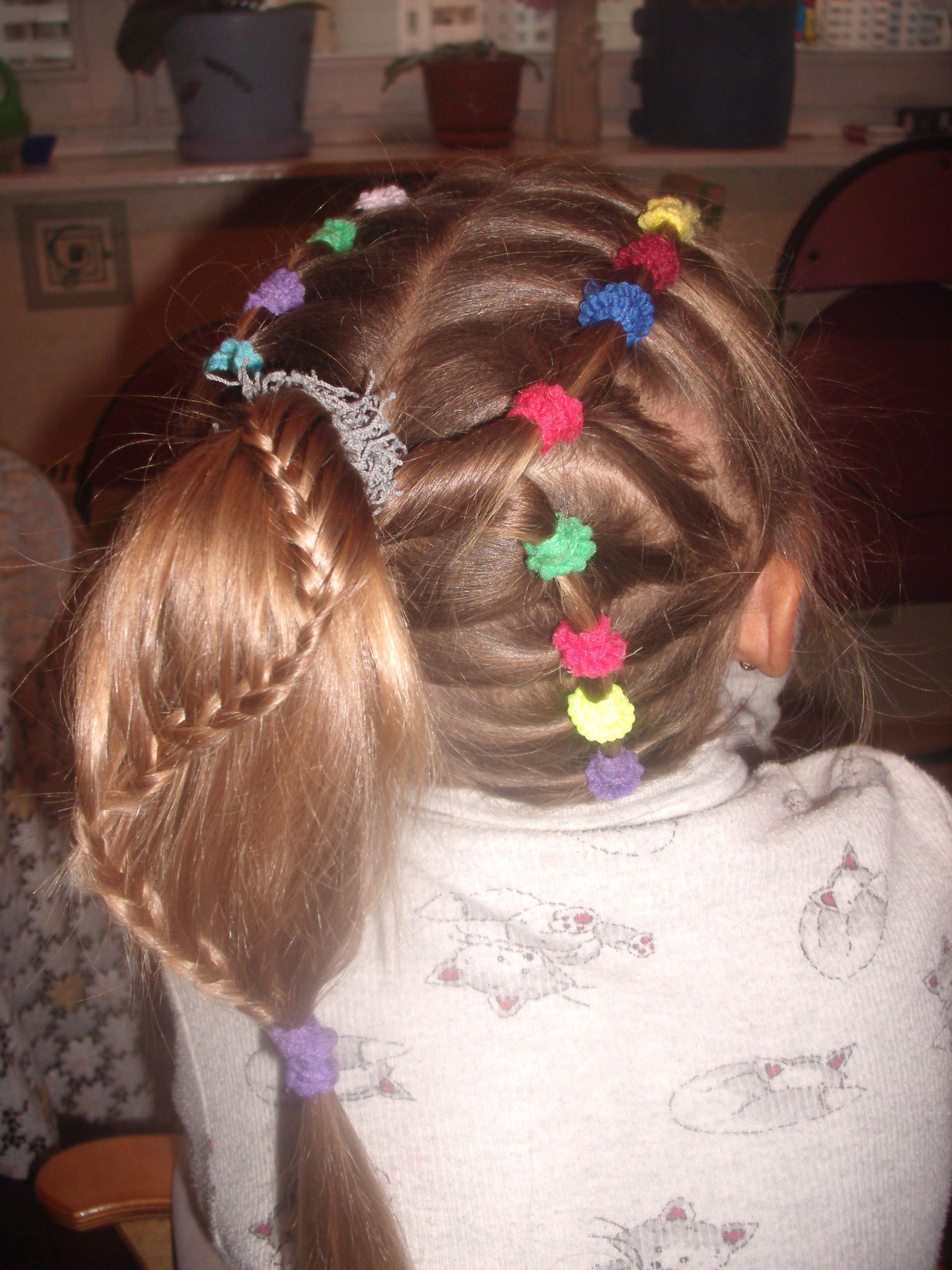 Фото красивых причесок из хвостиков для девочек